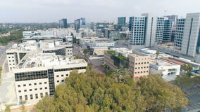 Strzelający biznesowi budynki od above zdjęcie wideo