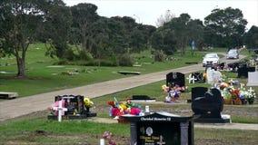 Strzelający cmentarz dla żałobnego pogrzebu zdjęcie wideo