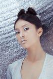 Strzelający futurystyczna młoda azjatykcia kobieta Zdjęcie Stock
