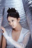 Strzelający futurystyczna młoda azjatykcia kobieta Obrazy Royalty Free