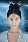Strzelający futurystyczna młoda azjatykcia kobieta Obraz Stock