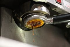 Strzelający kawy espresso kawowy ciągnięcie Obrazy Royalty Free