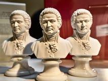 Strzelający niektóre małe statuy Mozart obraz stock