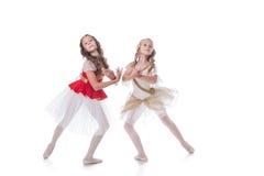 Strzelający pełen wdzięku młode baleriny pozuje przy kamerą Fotografia Stock