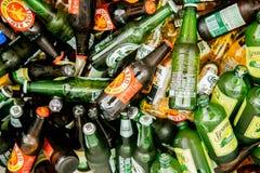 Strzelający szampan, piwo, wino, sok & napoje, zdjęcia stock