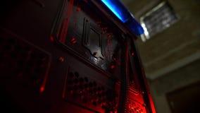Strzelający w ruchu, procesor komputer wśrodku w górę elektrycznych szczegółów, zdjęcie wideo