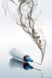Strzykawka i dym Zdjęcia Stock