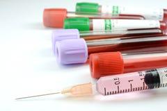 Strzykawki i badania krwi tubka Obraz Royalty Free