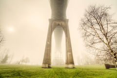 Sts John bro i dimman Arkivbilder