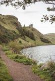 Sts Margaret fjord på Holyrood parkerar, Edinbugh Arkivfoto