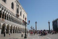 Sts Mark fyrkant eller piazza San Marco i Venedig Fotografering för Bildbyråer
