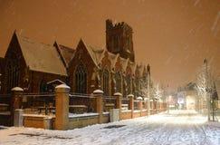 Sts Mary kyrka i snowen Royaltyfri Fotografi