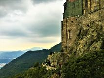 Sts Michael abbotskloster i Val di Susa, Italien Konst, historia och andlighet arkivfoton