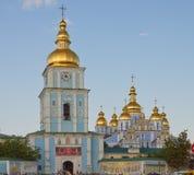 Sts Michael Guld--Kupolformiga kloster Arkivbilder