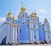 Sts Michael Guld--kupolformiga kloster i Kiev (Ukraina) Arkivbild
