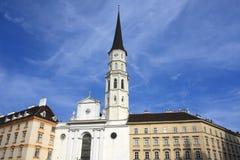 Sts Michael kyrka på Michaelerplatz, Wien, Österrike Royaltyfri Bild
