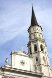 Sts Michael kyrka (torn) på Michaelerplatz, Wien, Österrike Arkivbilder