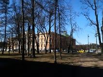 Sts Michael slott i solsken St Petersburg royaltyfria bilder