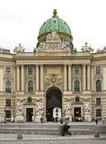 Sts Michael vinge av den Hofburg slotten i Wien _ royaltyfri fotografi