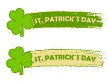 Sts Patrick dag med treklövern undertecknar, två gör grön utdragna baner Arkivfoto