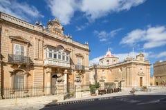 Sts Paul kyrka i den lilla lantliga byn av Hal Safi, Malta arkivbilder