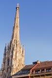 Sts Stephen domkyrkatorn i Wien Arkivbild
