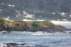 sätta på land golfhålpebblen Royaltyfri Bild