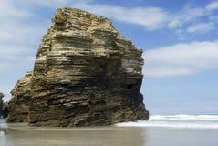 Sätta på land kallade Praia das Catedrais i norrkusten av Spanien, Lu Royaltyfria Bilder