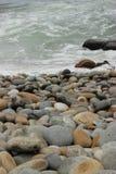 sätta på land pebblen Royaltyfri Bild
