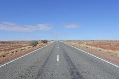 Stuart Highway The Explorer Way-Hinterland Australien lizenzfreie stockfotografie