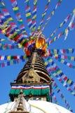 Stuba di Bodhnath sotto cielo blu a Kathmandu Nepal Fotografia Stock Libera da Diritti