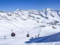 Free Stubai Glacier, AUSTRIA, May 2, 2019: Snow Covered Slopes With Free Rides And Pistes And Red Cable Cars And Chair Lifts Royalty Free Stock Photo - 149271495