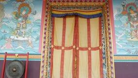 Stubarwna fasada dziecko monaster Zewnętrzna architektura dziecko monaster z ornamentacyjnym i kolorowym zbiory wideo