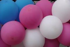 Stubarwne nadmuchiwane piłki jako tło Zdjęcie Stock