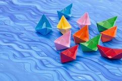 Stubarwne papierowe origami łodzie Zdjęcie Royalty Free