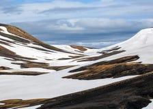Stubarwne rhyolite góry w aktywnym geotermicznym terenie Jokultungur, Laugavegur ślad blisko Landmannalaugar, Fjallabak natura zdjęcia stock