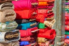 Stubarwne tkaniny w rynku Nepal Obraz Stock