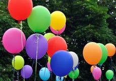 Stubarwni balony w miasto festiwalu obraz royalty free