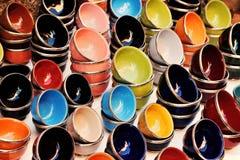 Stubarwni ceramiczni puchary orientalny projektu obrazy royalty free