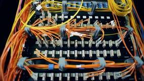 Stubarwni sznury na serweru bloku Chaos, bałagan z drutami zbiory wideo