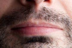 Stubble um einen männlichen Mund lizenzfreie stockfotos