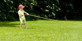 Stubbornness χλόης παιδιών Στοκ φωτογραφίες με δικαίωμα ελεύθερης χρήσης