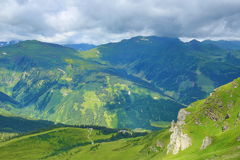 从Stubnerkogel,坏Gastein,缆索铁路,奥地利的方式 免版税图库摄影