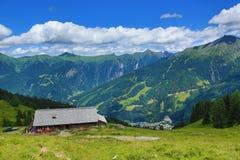 从Stubnerkogel,坏Gastein,缆索铁路,奥地利的方式 图库摄影