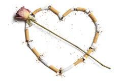 Stubs сигареты в форме сердца с подняли Стоковое Изображение