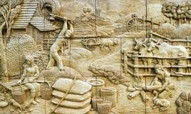 Stuc thaï de culture indigène sur la pierre photo stock