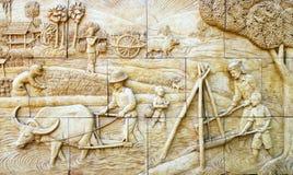 Stucco tailandese della coltura natale sulla parete di pietra Immagini Stock