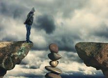 Stucked auf einem Stapel Steinen stockfotos