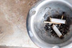 Stucken cigarett royaltyfria bilder