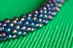 Stucken halsband från blått-gräsplan pärlor Fotografering för Bildbyråer